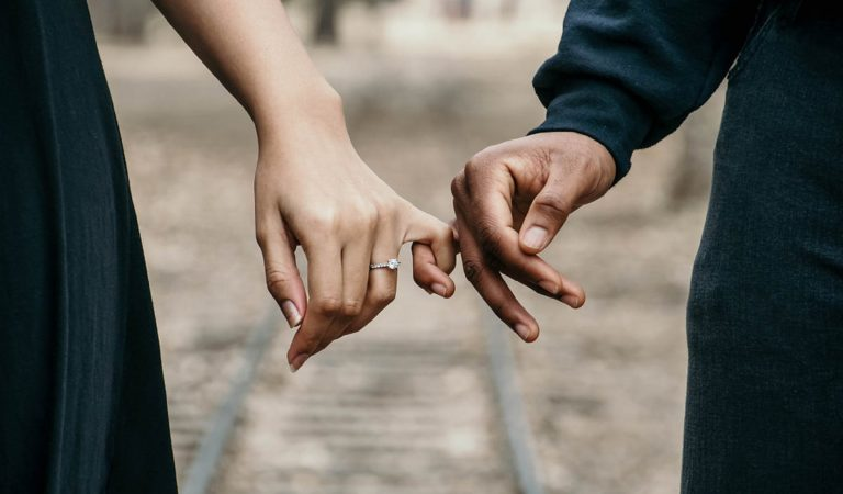A Guide To Setting Healthy Boundaries In Your Relationship