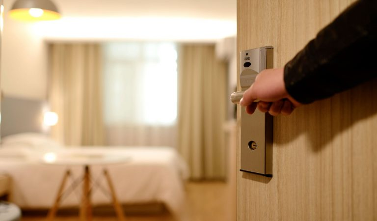 Hacks To Get Hotel Rooms At Giveaway Prices You Wish Someone Told You Sooner!