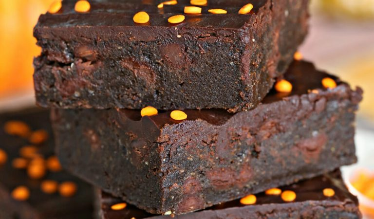 This 2-Ingredient Pumpkin Brownie Recipe Is All You Need 'Tis Holiday Season
